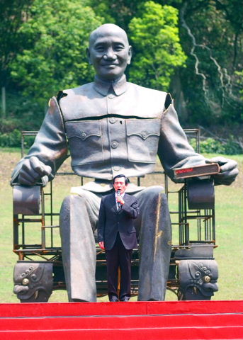 Ma and CKS statue