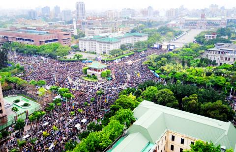 500,000 Taiwanese protest against KMT-Communist Party of China service trade pact negotiated by Ma Ying-jeou