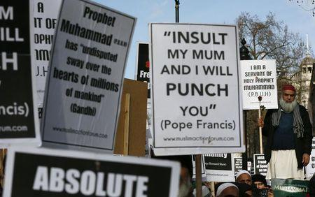 Islamofascist march against Charlie Hebdo magazine in London, quoting Pope Francis: 'INSULT MY MUM AND I WILL PUNCH YOU'