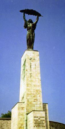 Liberty_statue_budapest